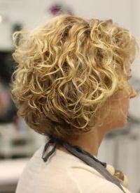 Как правильно накрутить короткие волосы 8