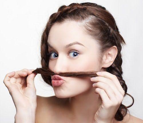 На лице не рекомендуется механическое удаление волос с помощью бритвы