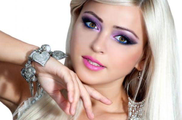 """Девушка с цветом волос """"холодный блонд"""""""