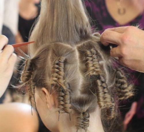 Волосы, закрученные на шпильках