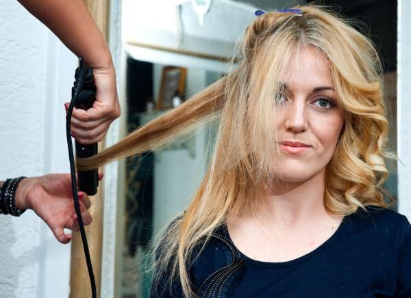 Накрувание волос на плойку