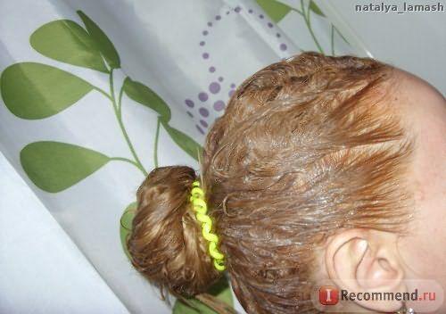 Нанесла красящую смесь на волосы