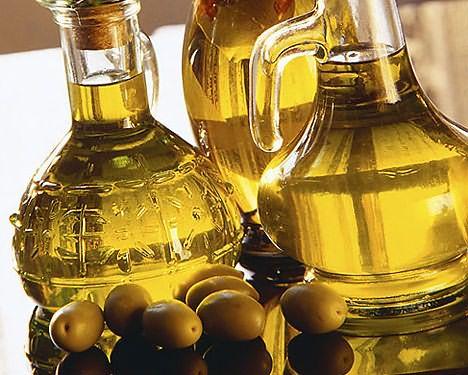 Поддержать здоровье волос своими руками помогут растительные масла холодного отжима