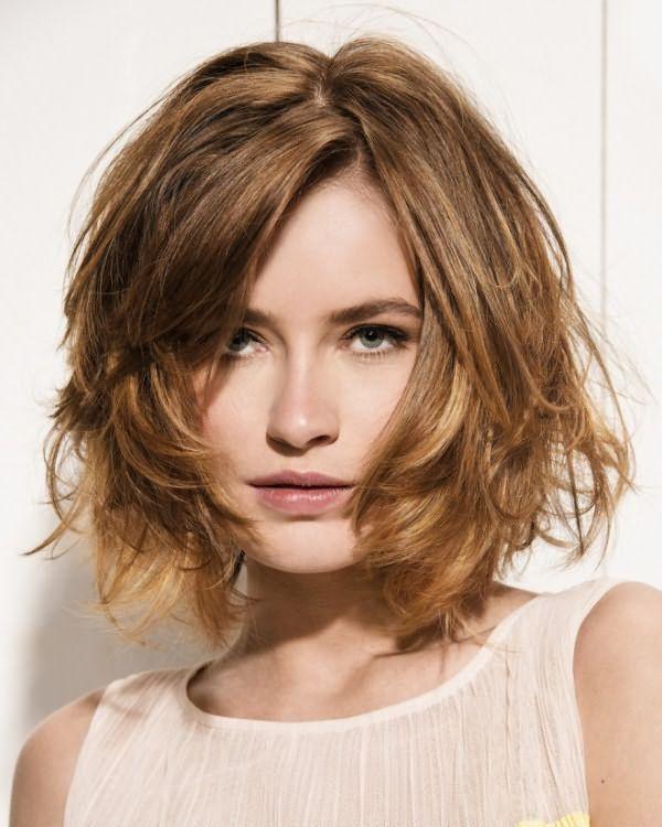 Укладка на средние волосы с челкой 3