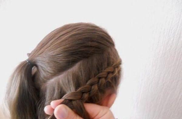 Создание прически из трех кос по диагонали: шаг 3