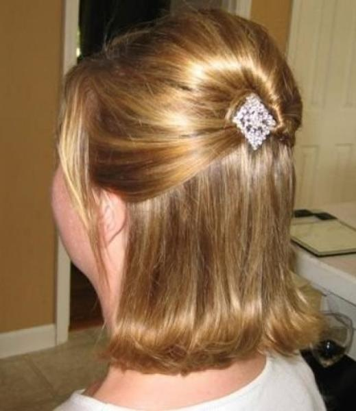 С помощью данного аксессуара можно создать причёску при любой длине прядей