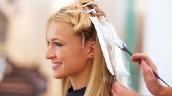 Процедура окрашивания волос