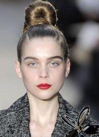 варианты укладки волос средней длины3